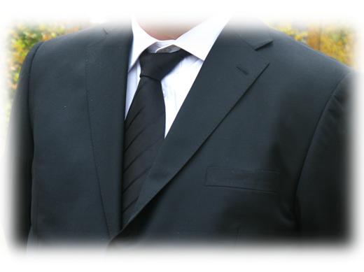 vem bär vit slips på begravning